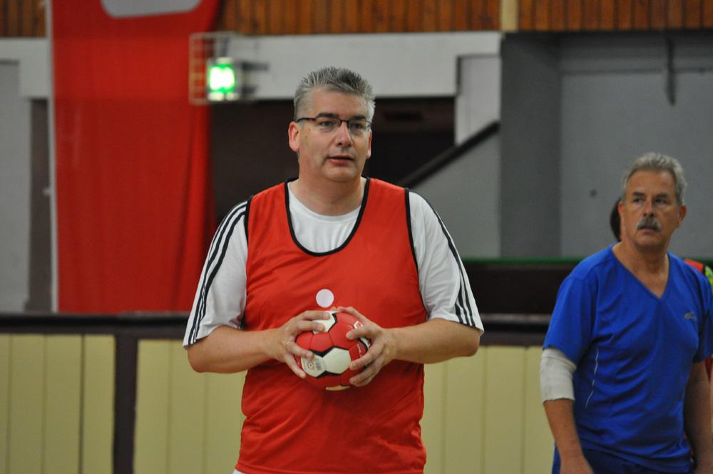 Rainer Schweingel beim 2. Handball-Benefizturnier des Presseclubs am 28. Mai 2011 in der Hermann-Gieseler-Halle (Foto: Thomas Opp)