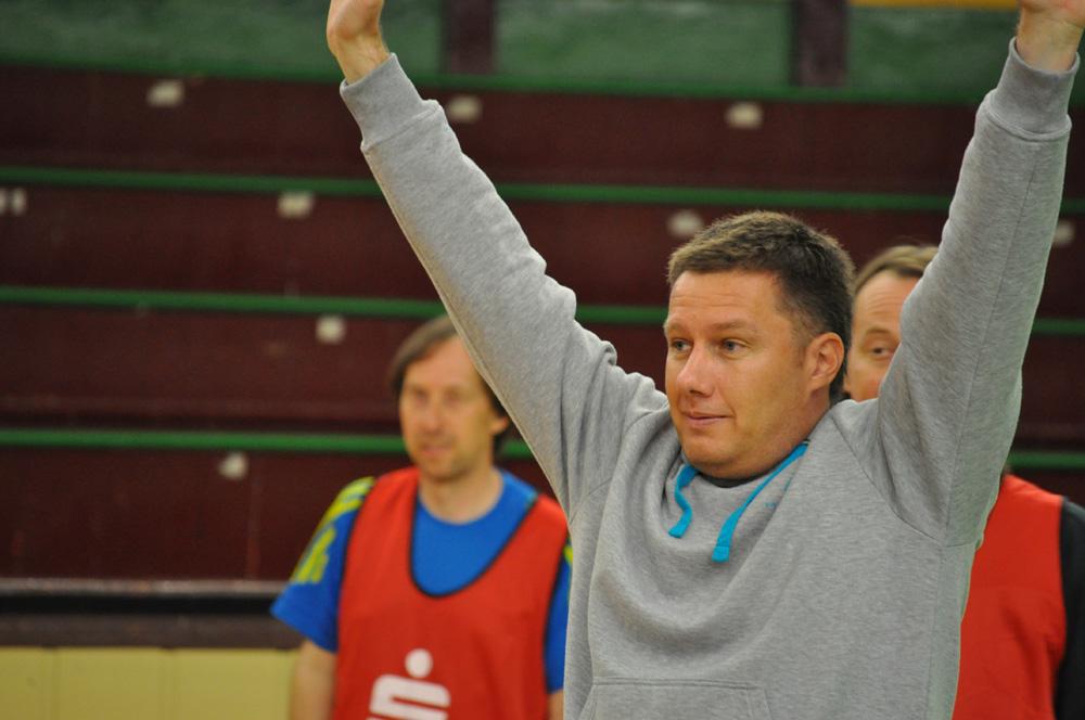 Sören Thümler beim 2. Handball-Benefizturnier des Presseclubs am 28. Mai 2011 in der Hermann-Gieseler-Halle (Foto: Thomas Opp)