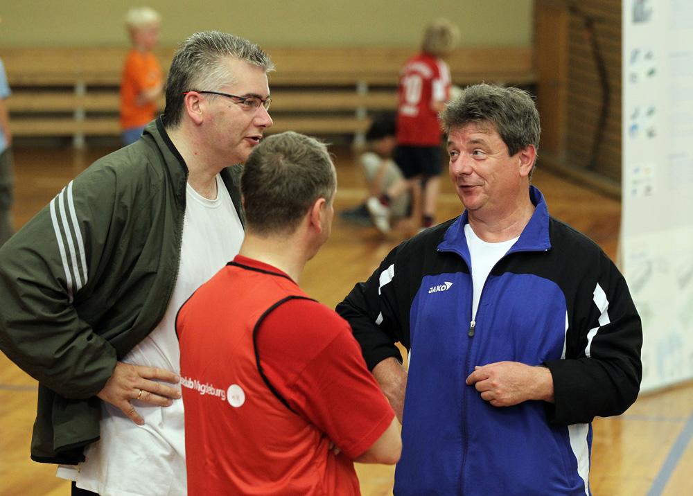Rainer Schweingel, Mathias Geraldy und Lutz Trümper beim 2. Handball-Benefizturnier des Presseclubs am 28. Mai 2011 in der Hermann-Gieseler-Halle (Foto: Ronny Hartmann)